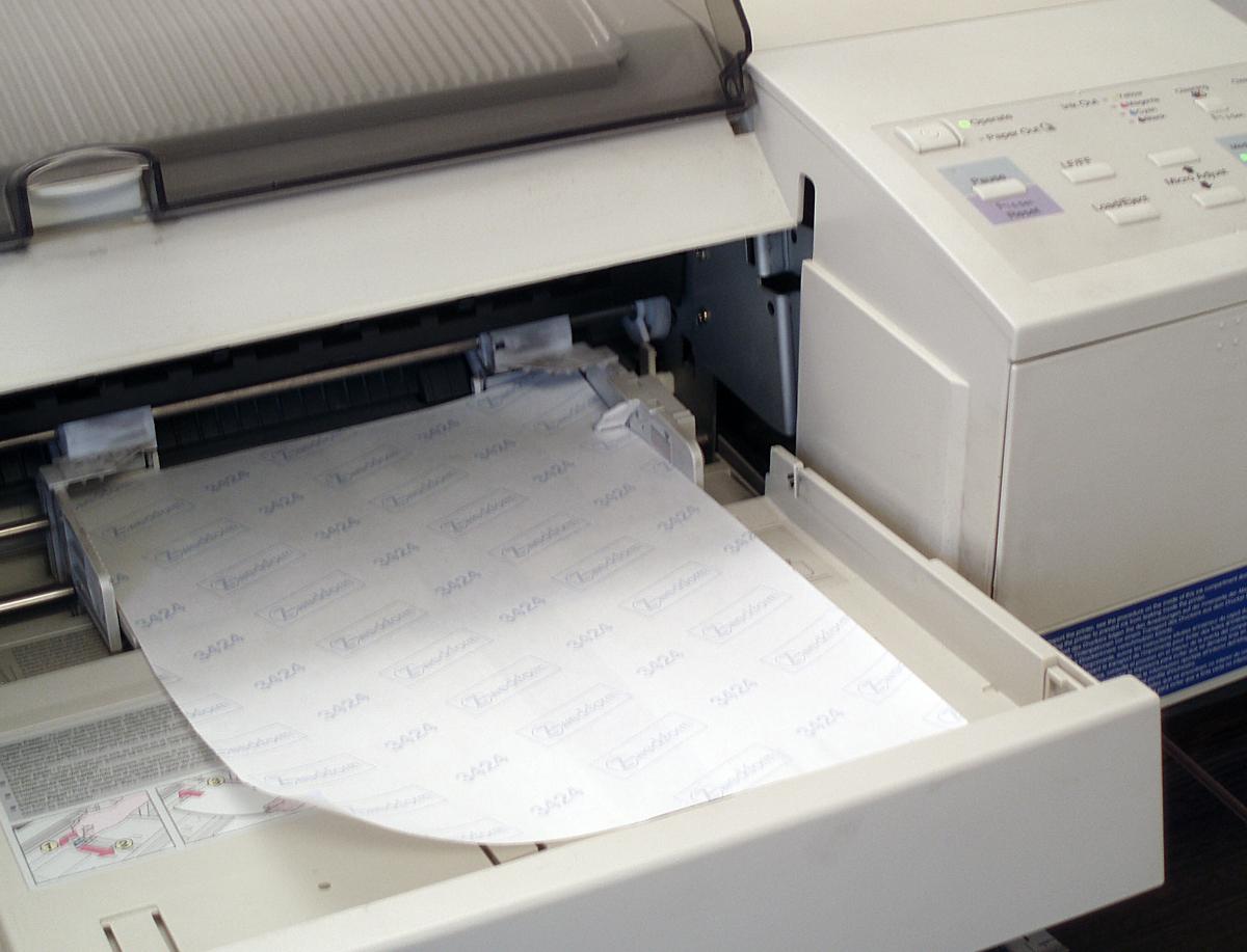 Vstavljanje papirja v tiskalnik